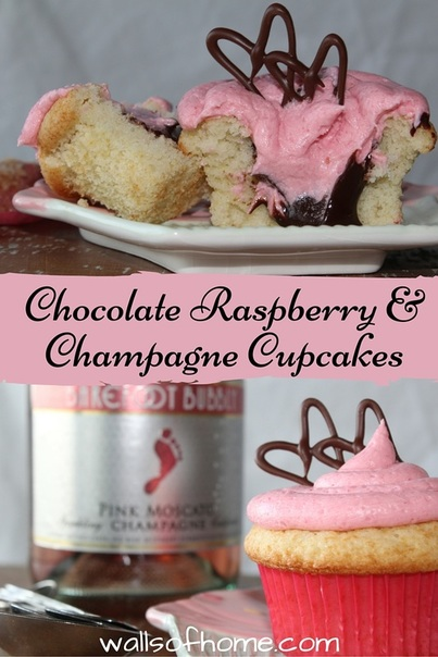 Chocolate Raspberry & Champagne Cupcakes - moist cupcakes, delicious chocolate ganache filling and light raspberry champagne frosting = BEST Valentine's cupcakes ever!!